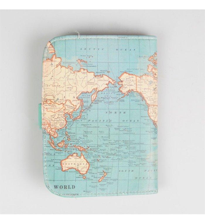 Sass & Belle Paspoorthoesje met wereldkaart van Sass & Belle uit de vinatage map collectie