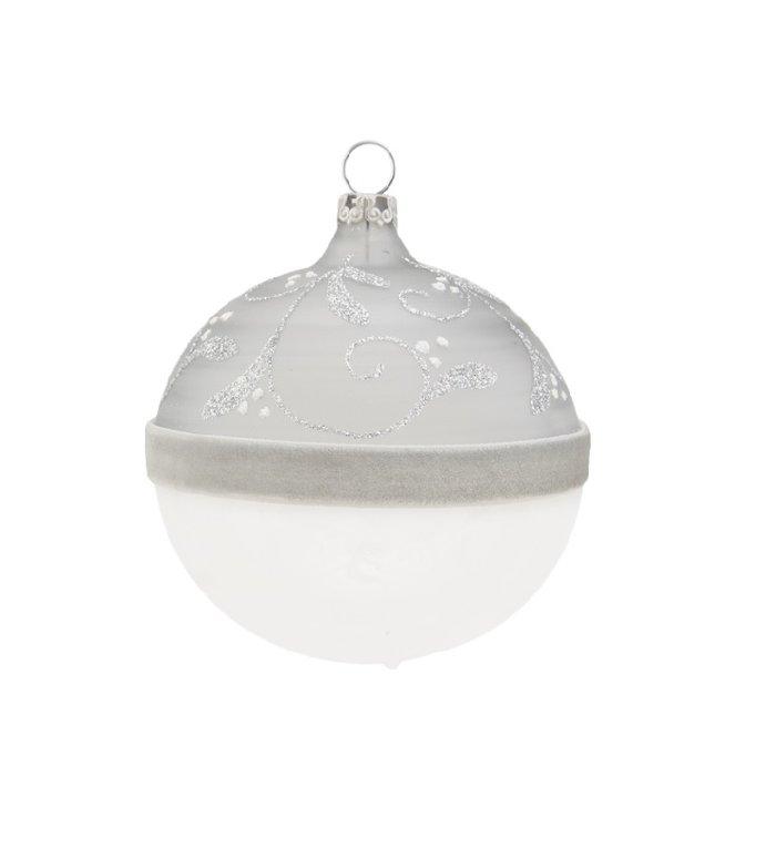 Transparante kerstbal met viltenband en rank grijs en wit 8 cm