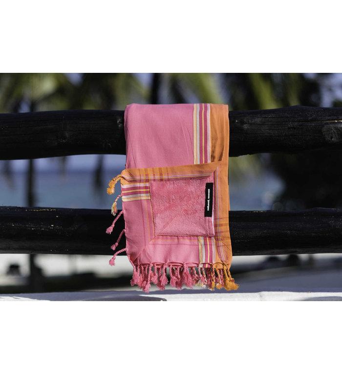 Simone et Georges roze Kikoy hamamdoek - strandlaken Diani met badstof gevoerd