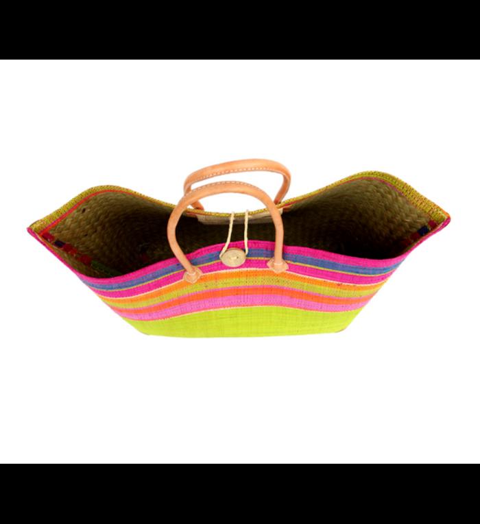 grote, handgemaakte strandtas onderkant roze en bovenkant verschillende kleuren gestreept