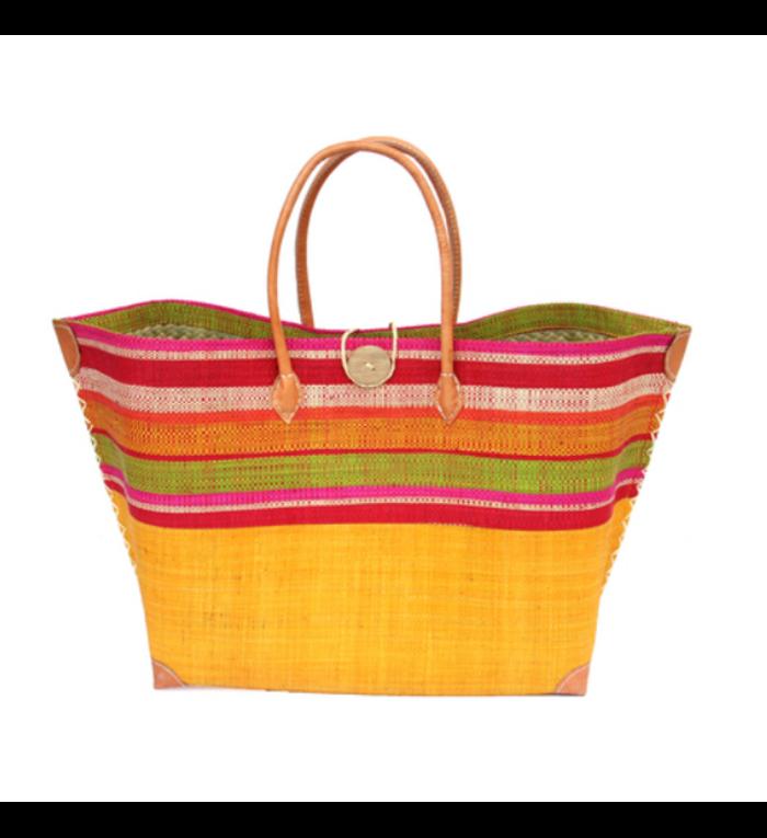 grote, handgemaakte strandtas onderkant saffraan geel en bovenkant verschillende kleuren gestreept