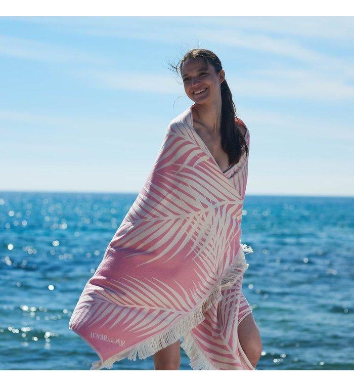 Sun of a Beach  vederlichte roze strandhanddoek - hamamdoek met bladeren van palmbomen