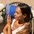 Simone et Georges donkerblauw Kikoy strandkussentje Vincent