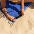 Simone et Georges donkerblauwe Kikoy hamamdoek - strandlaken Vincent met badstof gevoerd