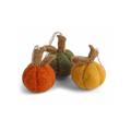 Én Gry & Sif drie handgemaakte vilten Herfst / Halloween Pompoenen in oranje, groen en geel - decoratie hangertjes