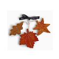 Én Gry & Sif drie handgemaakte vilten herfstbladeren in oranje, rood en bruin - Herfst / Halloween decoratie hangertjes