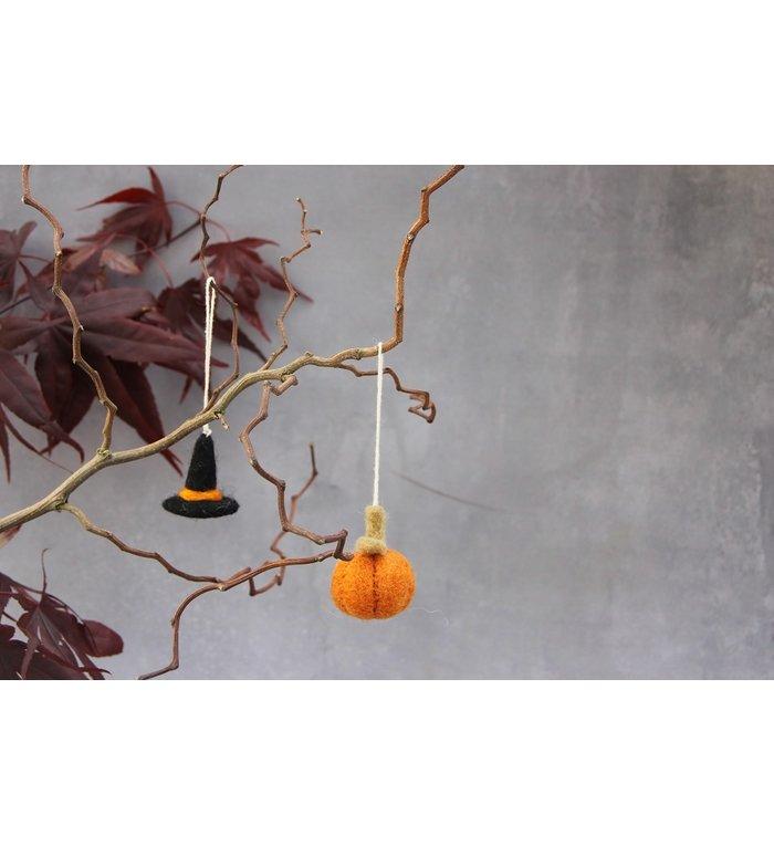 Én Gry & Sif drie handgemaakte vilten Halloween heksenhoedjes - decoratie hangertjes