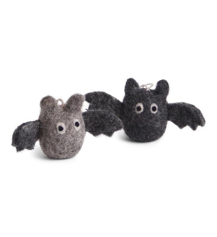 Én Gry & Sif handgemaakte vilten zwarte en grijze Vleermuizen Halloween versiering - decoratie hangertjes