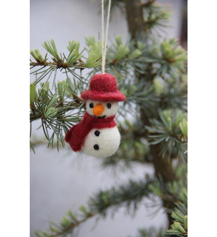 Én Gry & Sif drie handgemaakte vilten sneeuwpopjes met hoed en sjaal -  rood, geel en groen - kerstboom decoratie hangertjes