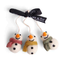 Én Gry & Sif drie handgemaakte vilten sneeuwpopjes met sjaal -  rood, geel en groen - kerstboom decoratie hangertjes