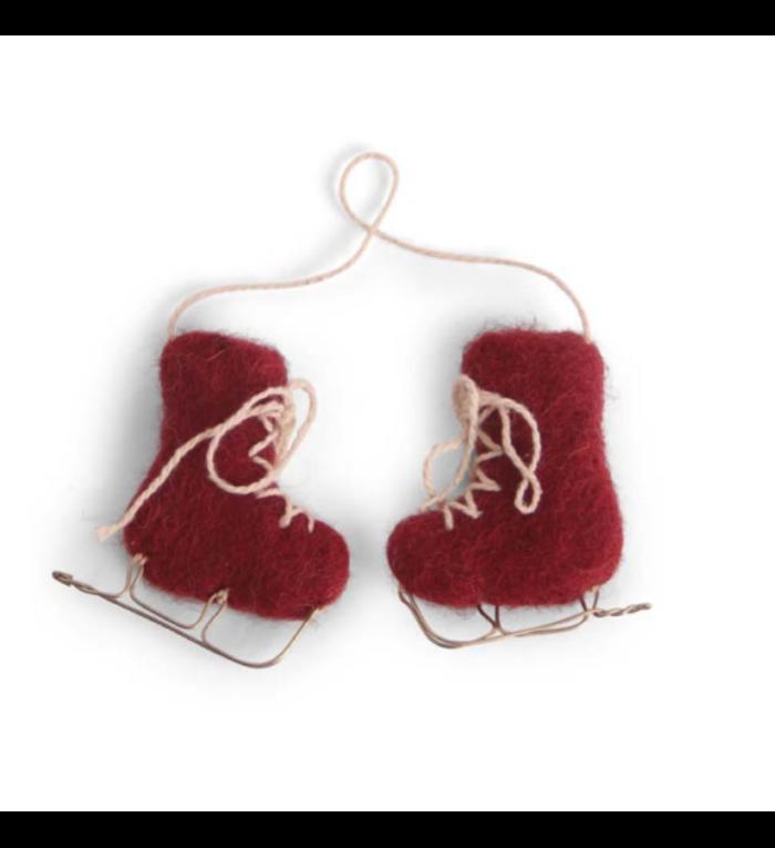 Én Gry & Sif een paar handgemaakte vilten rode schaatsen - kerstboom decoratie hangertje