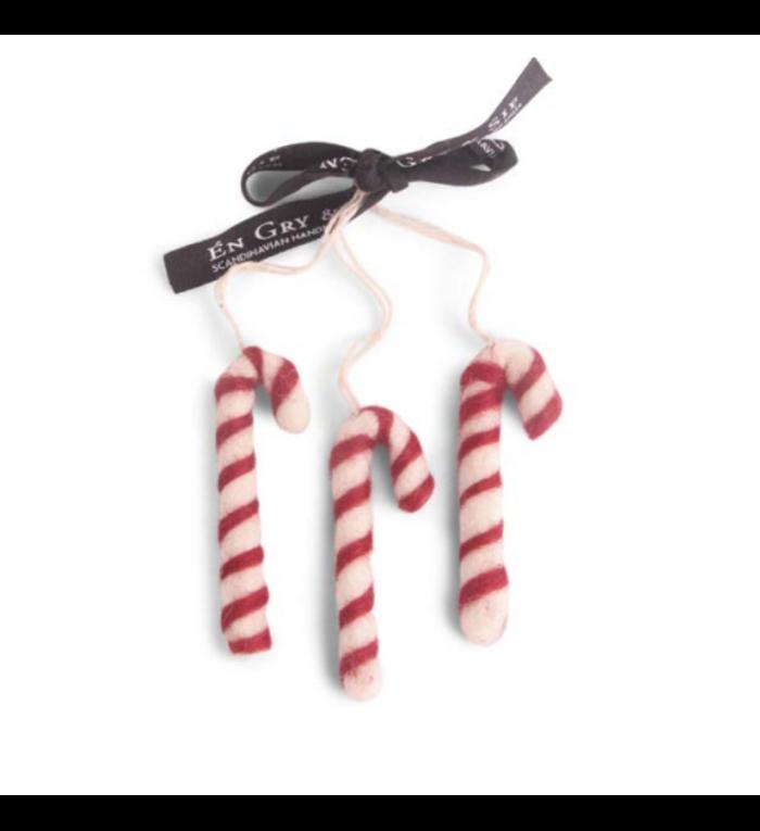 Én Gry & Sif drie handgemaakte vilten zuurstokken -  rood en wit - kerstboom decoratie hangertjes
