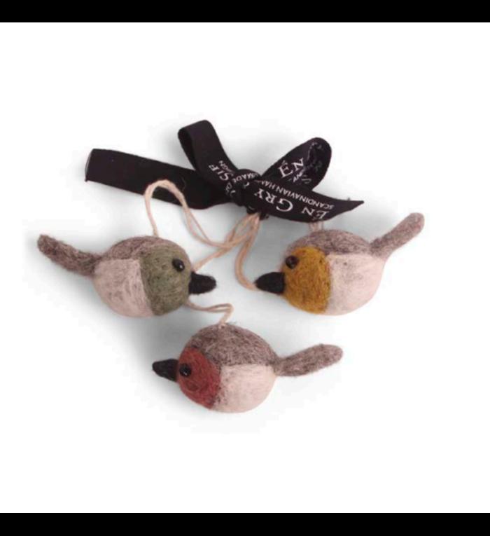 Én Gry & Sif drie handgemaakte kleurige vilten vogeltjes - decoratie hangertjes