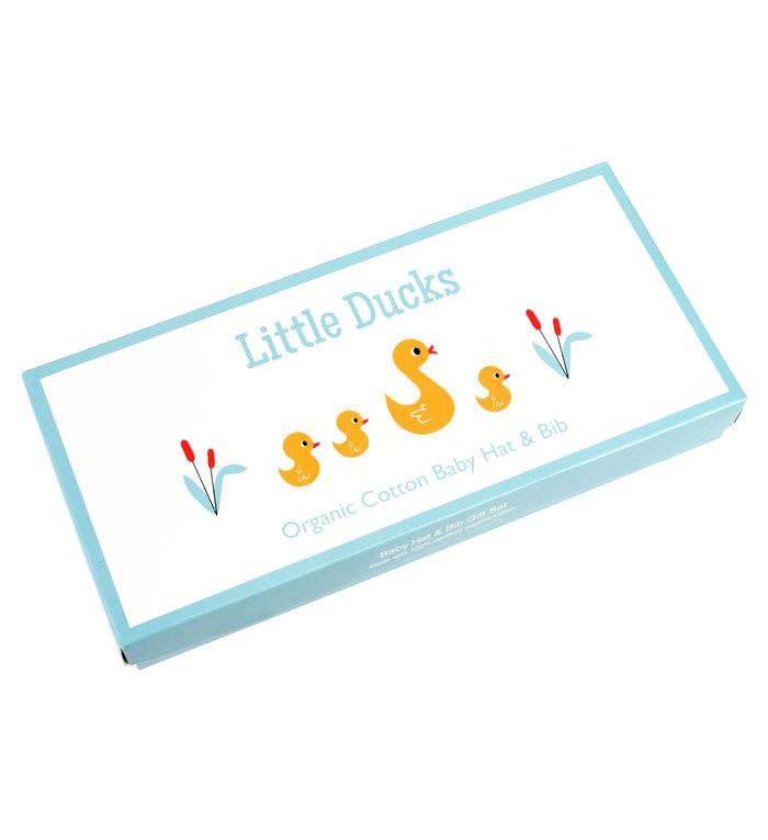 Rex London Babymutsje en babyslabbetje setje met kleine eendjes