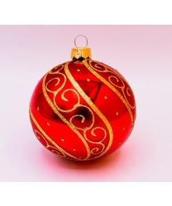 Rode Kerstballen met Luxe Gouden Decoratie