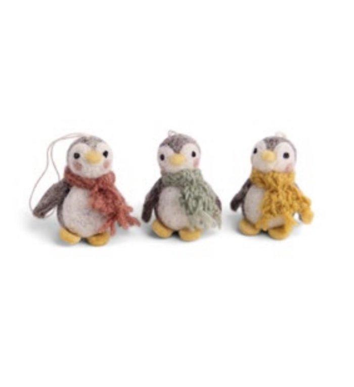 Én Gry & Sif drie handgemaakte vilten mini pinguïns met sjaal -  pastelkleuren - kerstboom decoratie hangertjes