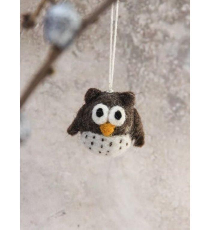 Én Gry & Sif drie handgemaakte vilten mini uiltjes - naturel - kerstboom decoratie hangertjes