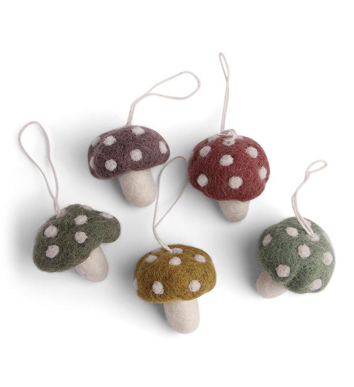 Én Gry & Sif vijf handgemaakte vilten Herfst / Kerst mini paddenstoelen in pastelkleuren - kerstboom decoratie hangertjes