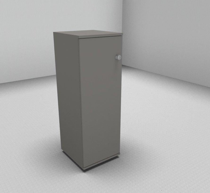 Hochwertiger Drehtürenschrank mit 3 Ordnerhöhen, 40cm breit