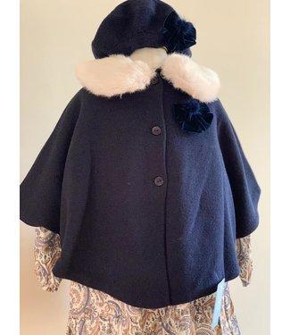 Granlei Granlei donkerblauwe cape met velvet strik en pomponnetje 6Y
