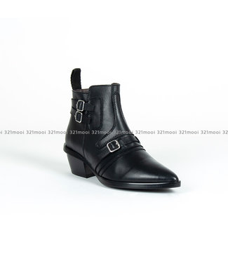 MARCH23 UMA-Black Leather