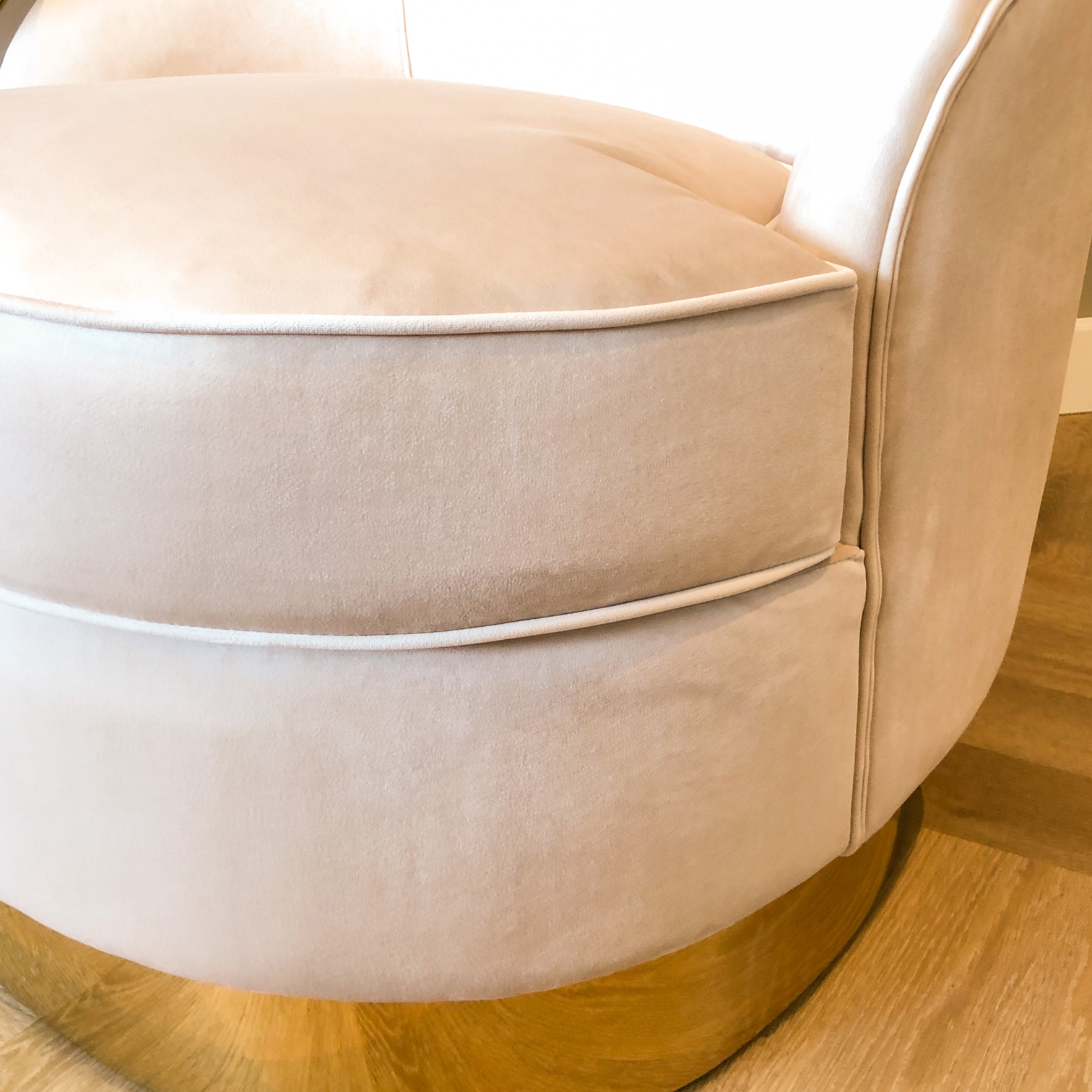 Luxurious Chair Giardion Ivory Velvet-6