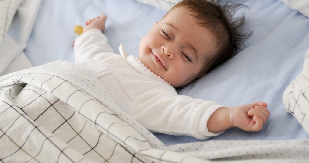 Hoe maak je veilig een kinderbedje op?