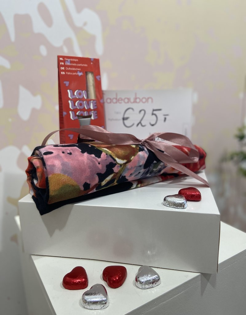 SCARF + 25 EURO GIFTCARD