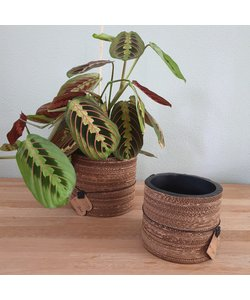 Corrugated pot natural black 11 x 13 cm