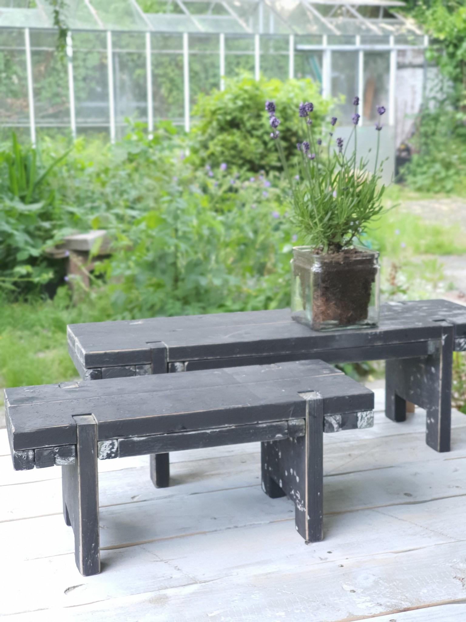 home dec    black berlin    window table 38-3