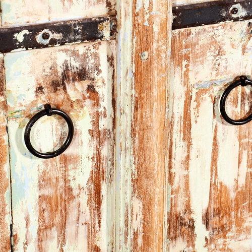 Vintage Adventures India kast oude deuren
