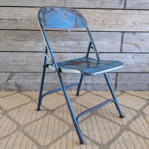 Vintage Adventures Vintage stalen Industriele  klapstoel blauw