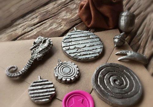 27/10: Tingieten, amulet of zegellakstempel