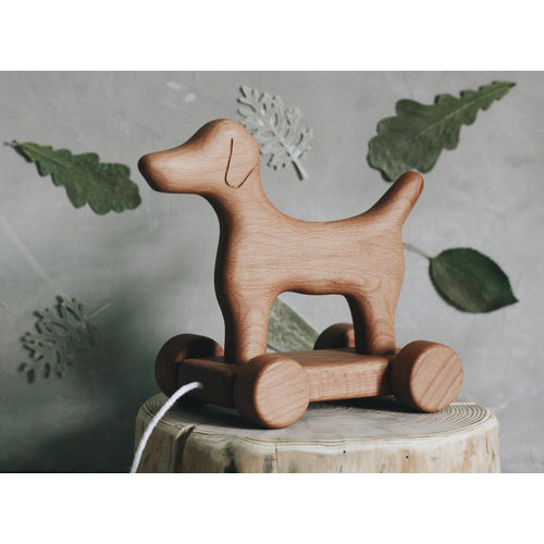 Tateplota Houten hond op wielen