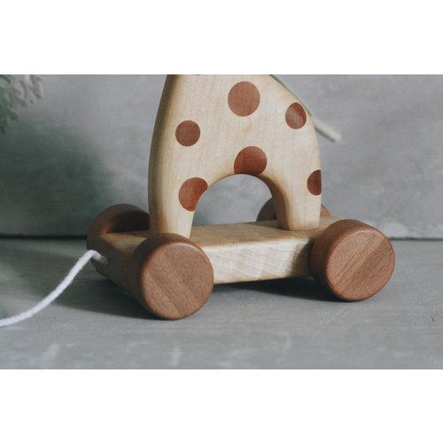 Tateplota Houten giraffe op wielen