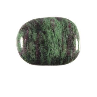 Robijn in zoisiet platte steen