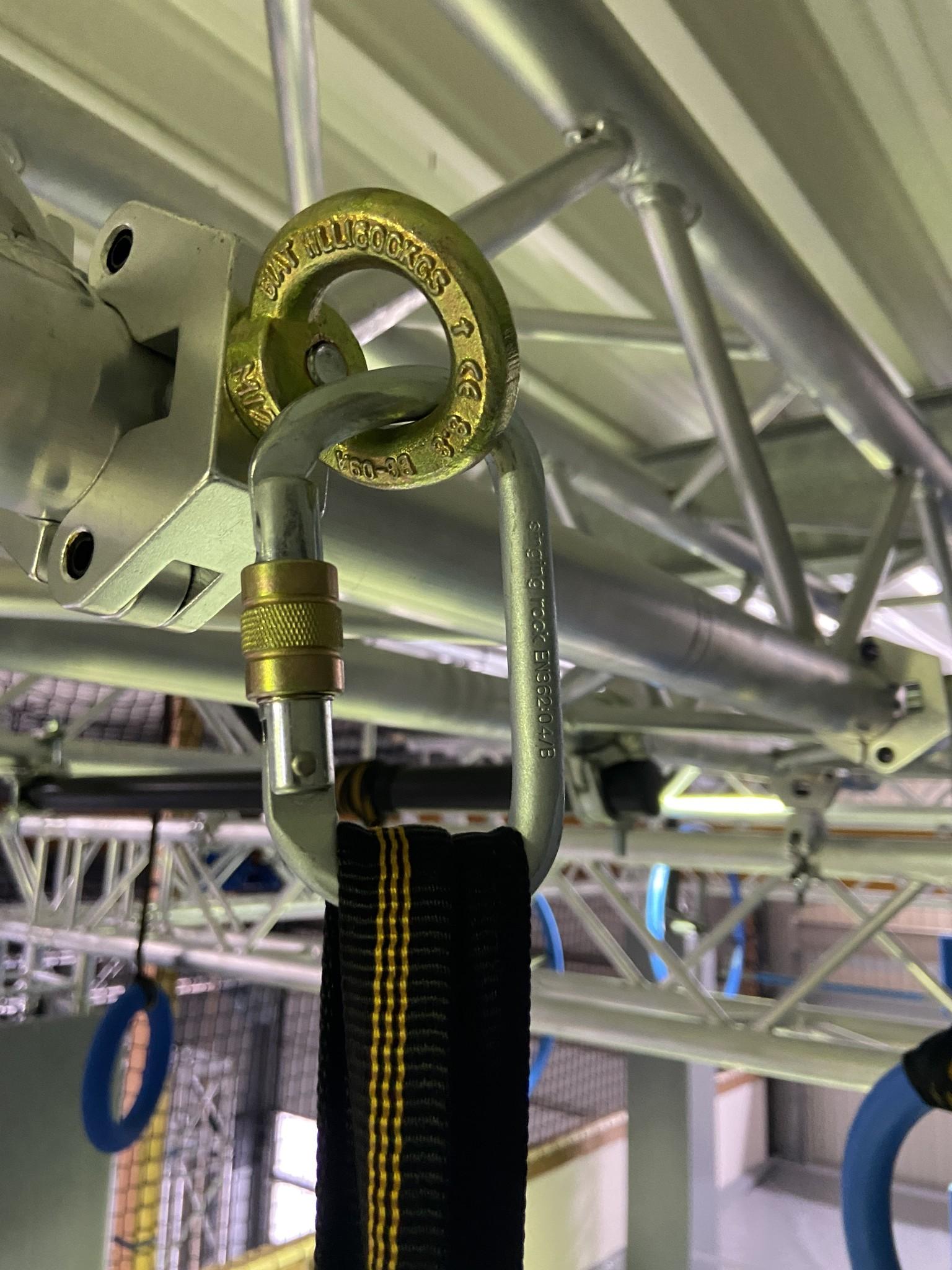 Ovaler Stahlkarabiner mit Schraubverschluss