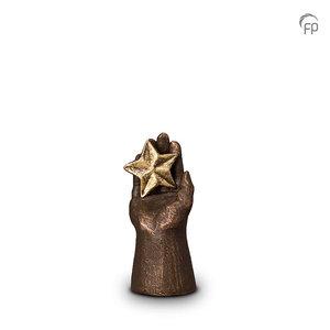 UGK 003 A Keramische urn brons Hand met ster