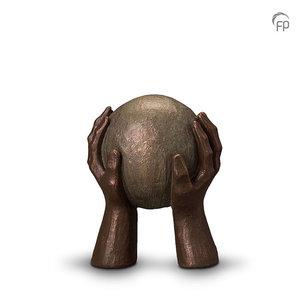 UGK 008 A Keramische urn brons Gedragen