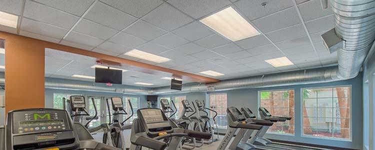 LED-valot parantavat kuntosalin viihtyisyyttä ja turvallisuutta.