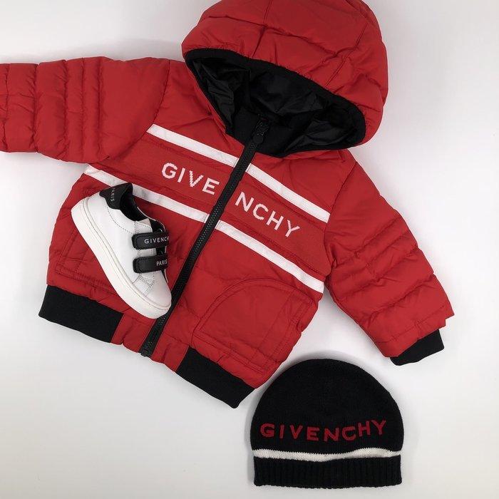 Givenchy jas en sneaker