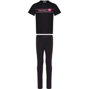 T-shirt and leggings
