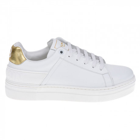 Sneaker with golden detail