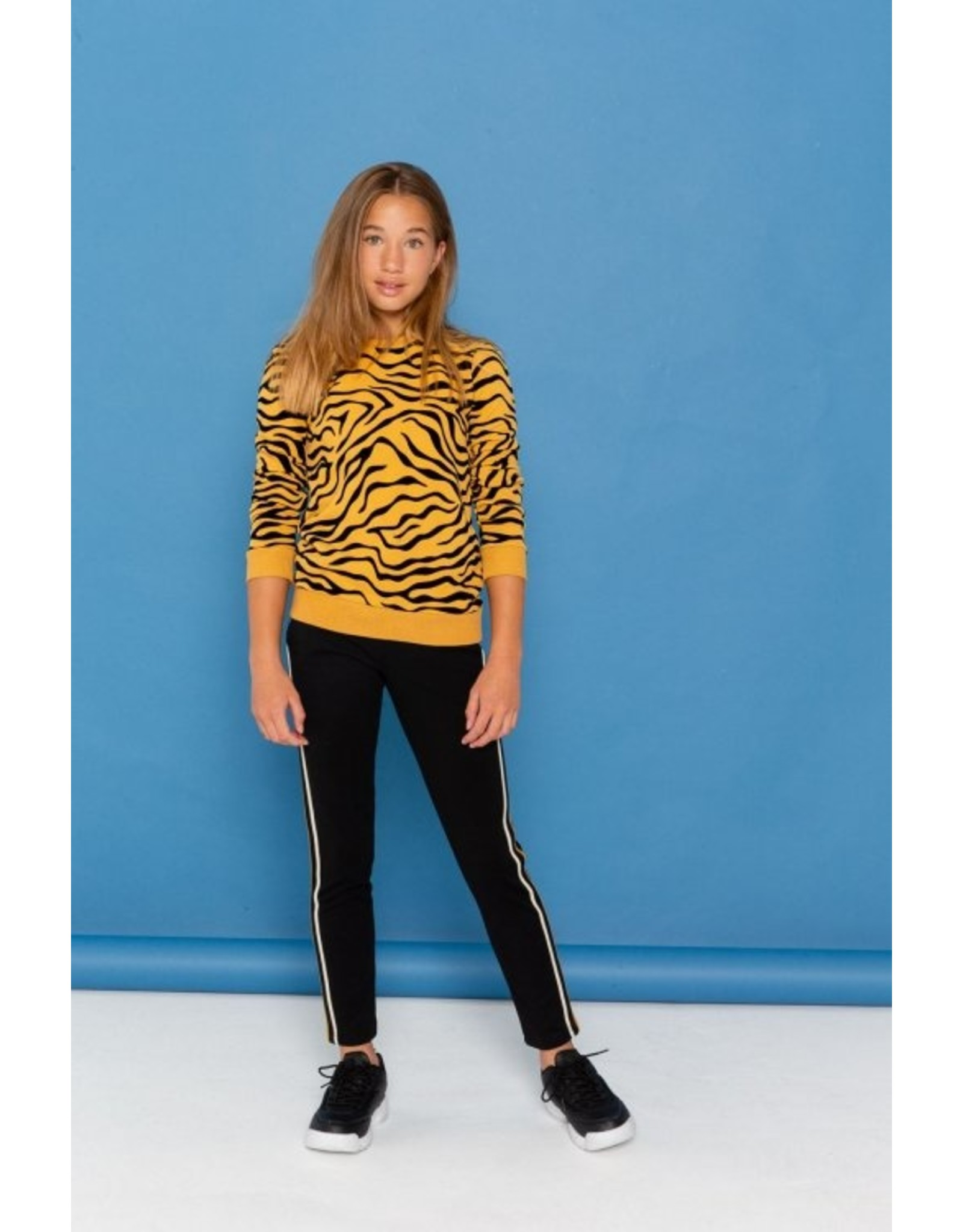 Geisha Sweater corn/black  maat 176