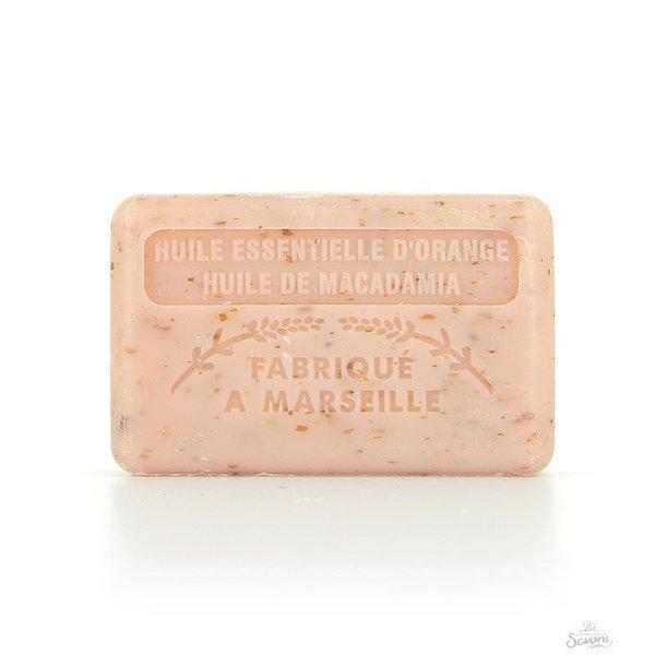 Exfoliating soap with orange and macadamia oil