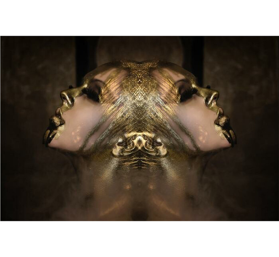 Vrouw in het goud - Glasschilderij 120x80cm