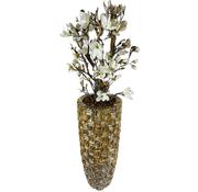 L&M XXL schelpvaas opgemaakt met witte magnolia's struik