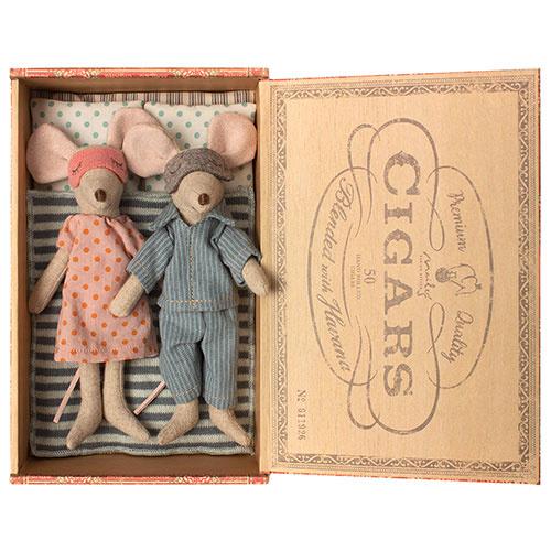 Maileg Mum & dad mice in cigar box (muis)-1