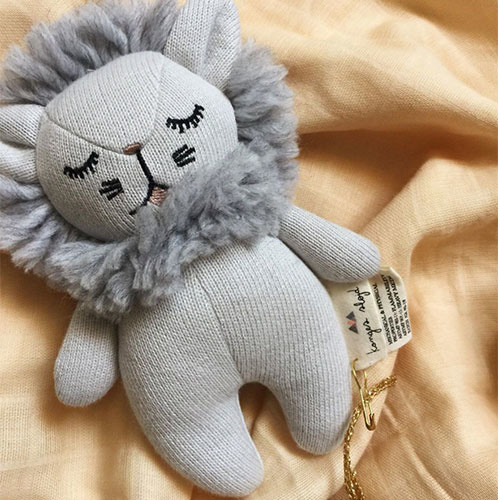 Konges Slojd Mini Lion Rattle Grey Melange (Knuffel Rammelaar)-2