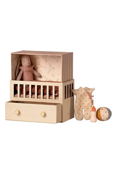 Maileg Baby room w. Micro bunny Pink (roze babykamer met konijn)
